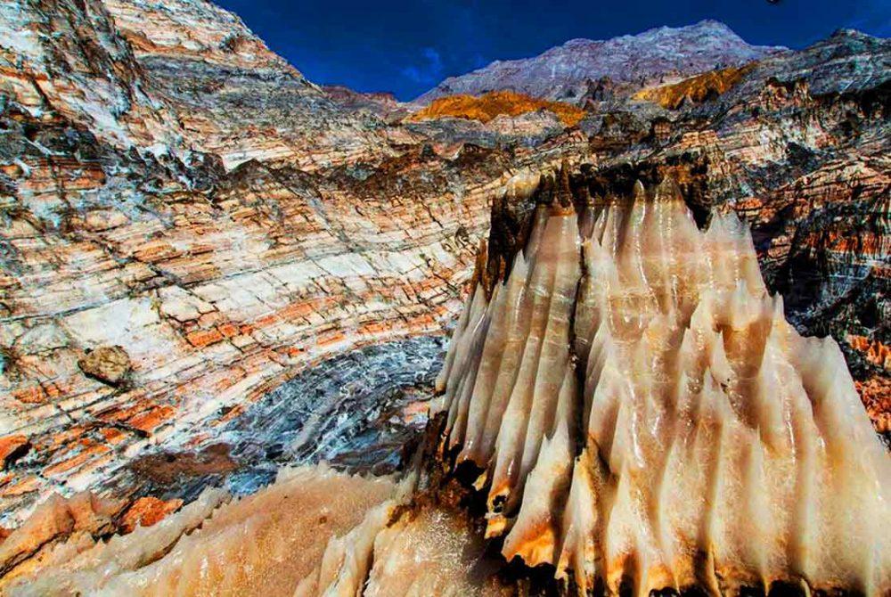 گنبد نمکی جاشک بوشهر