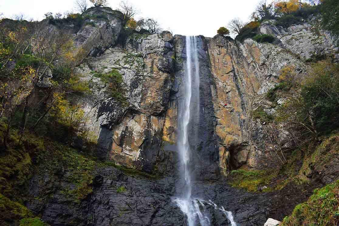 لاتون؛ بلندترین آبشار چهار فصل ایران