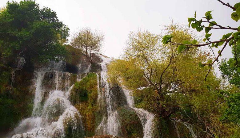 آبشار نیاسر؛ زیباترین جاذبه طبیعی کاشان