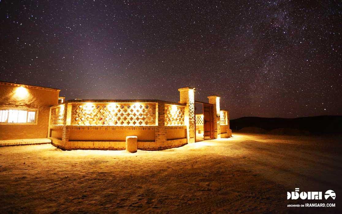 آسمان شب کویر سه قلعه