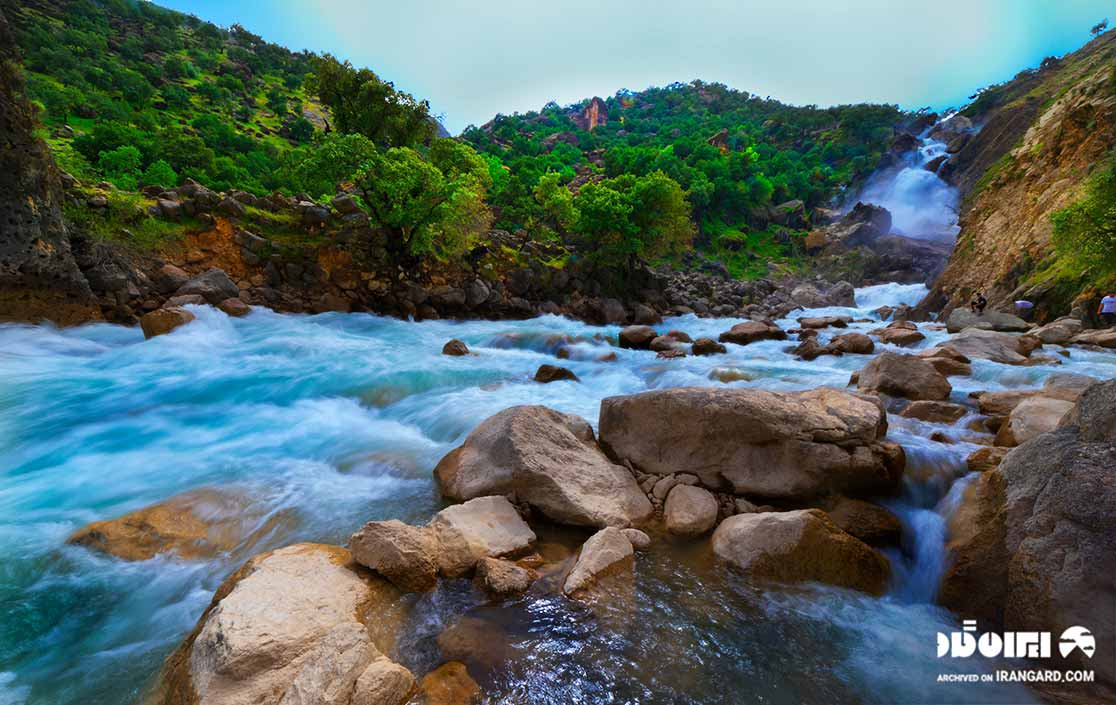 آبشار نگین در دشت شیمبار