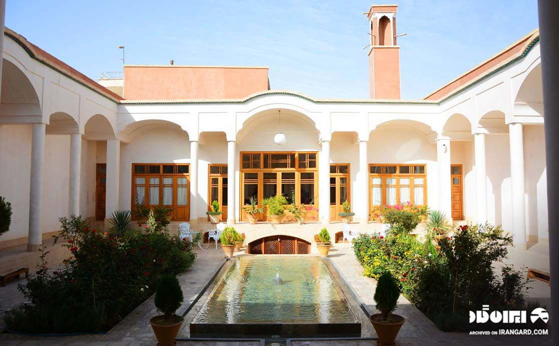 اقامتگاه سنتی سرای درب باغ