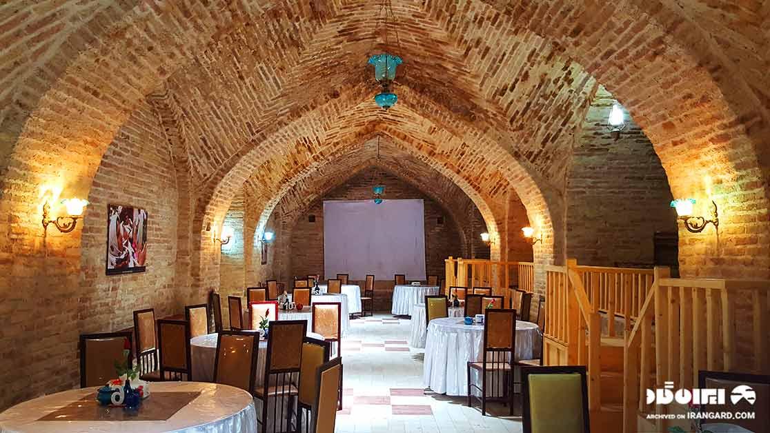 رستوران سنتی صفویه ده نمک آرادان در گرمسار