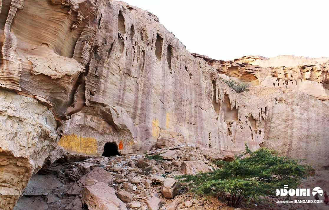 غارهای سه گانه تیس