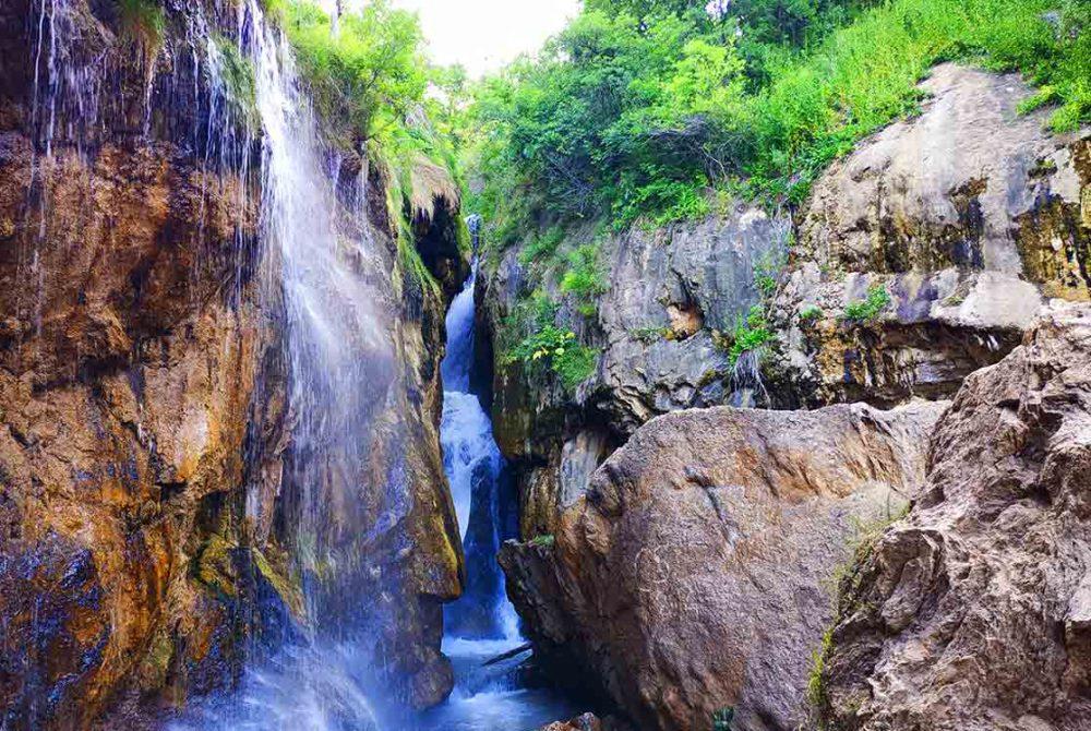 آبشار گل آخور کجاست
